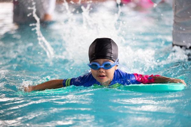 Clases de natación para peques